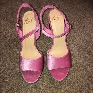 Cute velvet rose pink block heels size 9